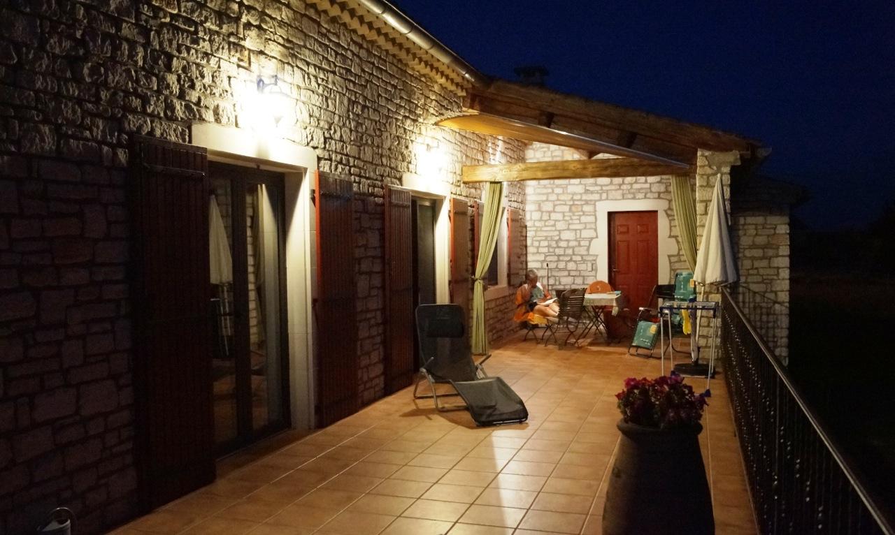 Die Terrasse am späten Abend