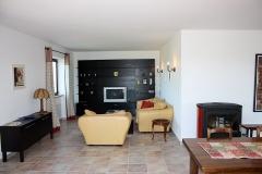 Wohnzimmer mit TV und Couchecke