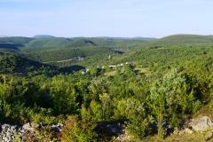 Blick von der Terrasse über Monteils im Cèze-Tal